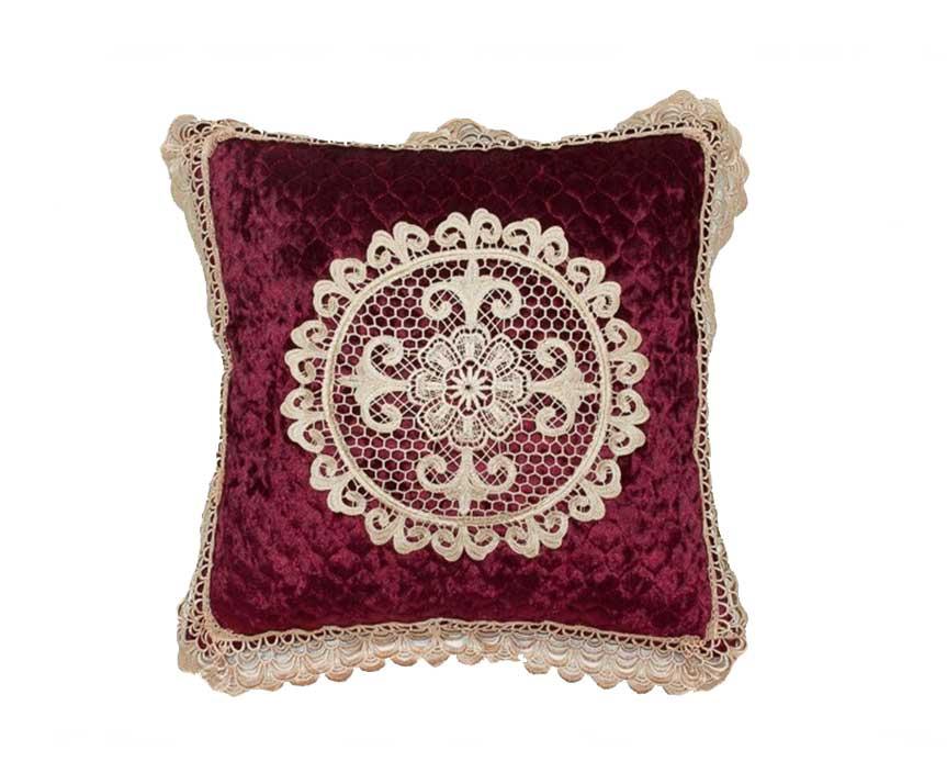 Декоративная наволочка на подушку с кружевом бордо