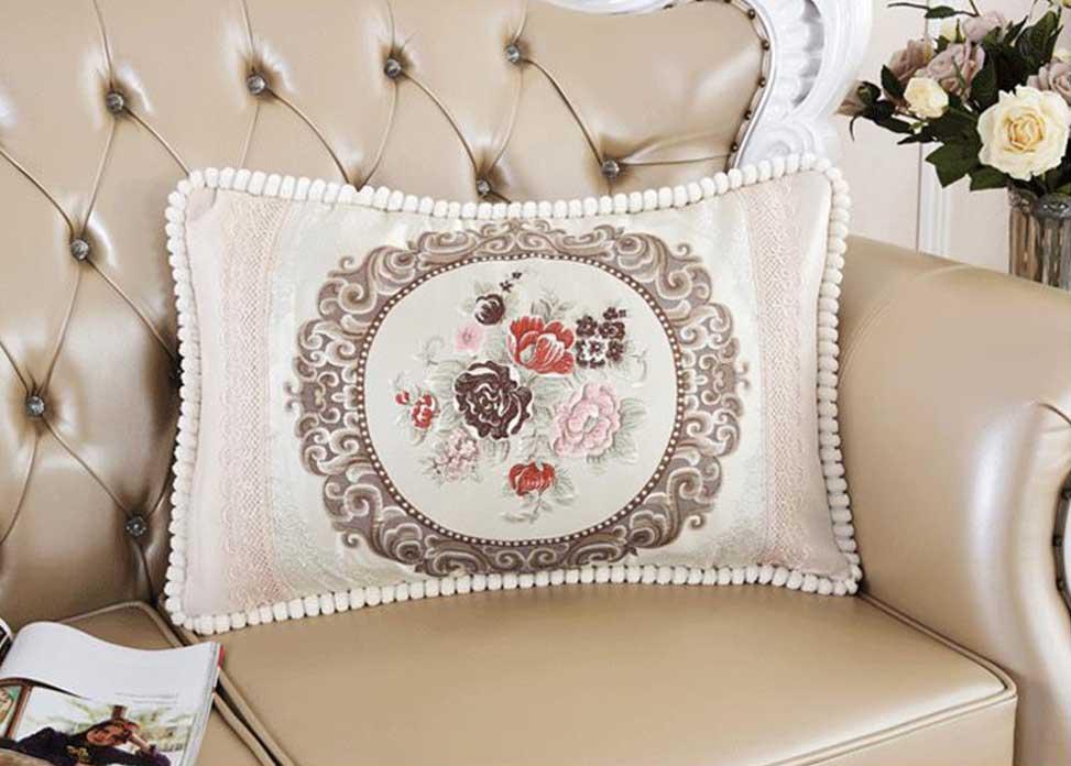 Декоративная наволочка с вышивкой шампань