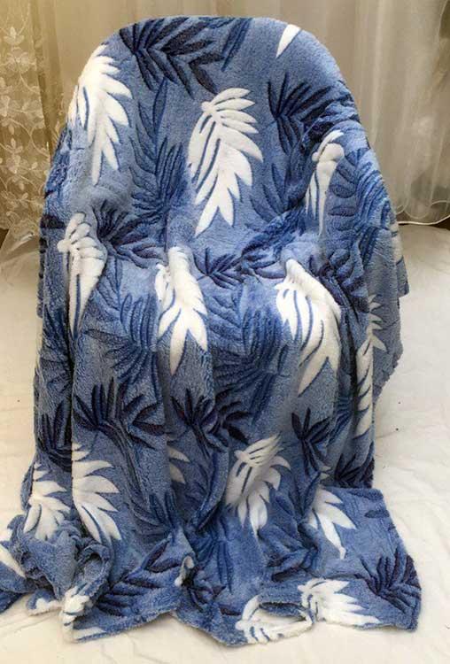 Плед флисовый Листья на синем