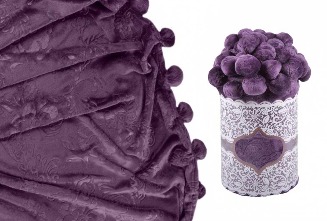 Плед с помпонами фиолетовый