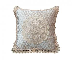 Декоративная наволочка на подушку с кружевом сливочная